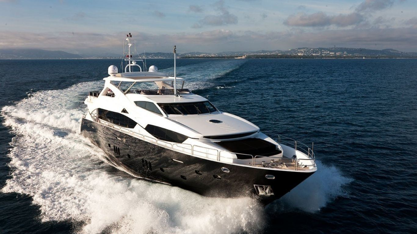 Yacht Black and White 112 | Yachts